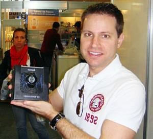 No stand da Garmin Maratona SP 2011, comprando o FR 610 - AntonioBorba.com