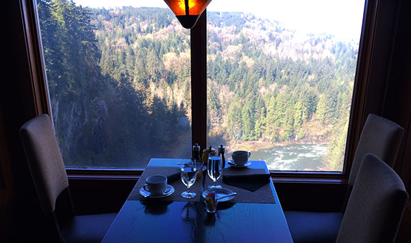 Brunch com vista para Snoqualmie Falls no Salish - AntonioBorba.com