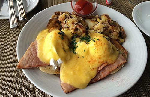 Traditional Eggs Benedict - Salish Lodge - AntonioBorba.com