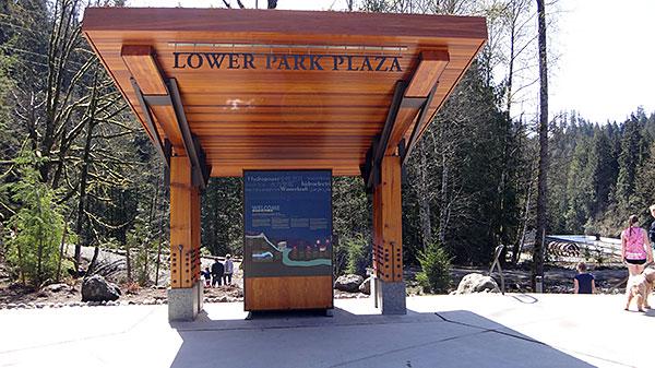 Parte inferior da trilha de Snoqualmie com recepção a visitantes
