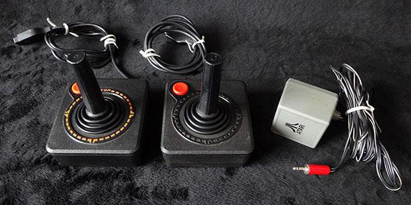Atari Frente de Madeira - Joysticks e Fontes Originais - AntonioBorba.com