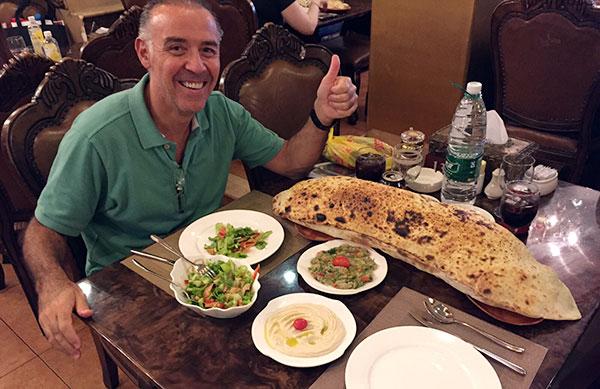 A Lenda de Cesar e o Gigantesco Pão Sírio na China - Antonio Borba