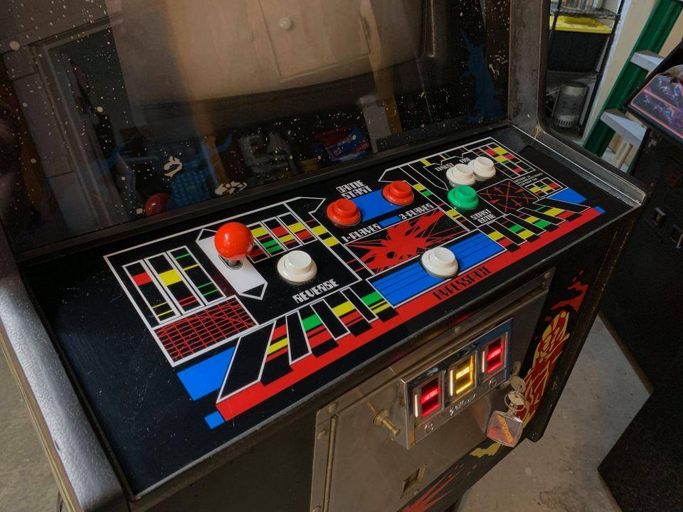 Arcade Defender - Painel de controle complexo