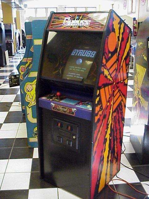 Arcade Gyruss - Conceito circular conhecido como tube shooter